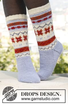 "Knitted DROPS socks with pattern in ""Karisma"". Size 35 - 46. ~ DROPS Design"