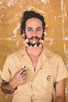 flower beard Flower Beard, Carnival, Flowers, Carne, Tropical, Party Ideas, Costume, Fun, Fashion