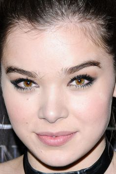 Hailee Steinfeld at CinemaCon 2016. http://beautyeditor.ca/2016/09/14/fall-2016-makeup-trends