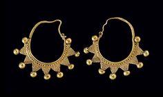 A Pair of Roman Gold Earrings Syria, circa Century A. I Love Jewelry, Ethnic Jewelry, Jewelry Art, Gold Jewelry, Jewelry Accessories, Fashion Jewelry, Jewelry Design, Byzantine Jewelry, Renaissance Jewelry