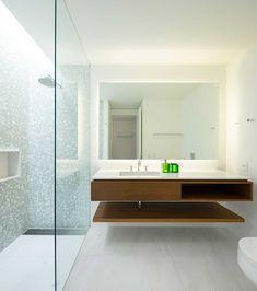 Decoração de casa ampla e integrada com a natureza com móveis de madeira. Lavabo, banheiro, branco com madeira.    #decoracao #decor #design #details