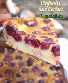 clafoutis aux cerises facile et rapide Bonjour tout le monde, Les cerises…. Cherry Clafoutis einfach und schnell Hallo allerseits, Kirschen … das ist was … Quick Recipes, Sweet Recipes, Cake Recipes, Dessert Recipes, Cooking Recipes, Cherry Clafoutis, Desserts With Biscuits, French Desserts, Food Cakes