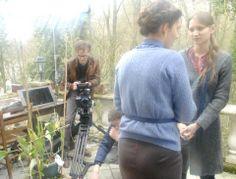 Discussion Ophélie Bazillou (l'actrice) et Macha Ovtchinnikova (la réalisatrice) sous le regard attentif d'Elric Lefeuvre (chef opérateur)