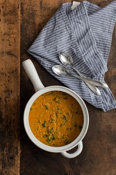 A quick red lentil curry that is made of quick cooking lentils and mixed with spinach for a bit of freshness. Perfect for dinner and lunch the next day! Veggie Recipes, Indian Food Recipes, Vegetarian Recipes, Cooking Recipes, Healthy Recipes, Spinach Recipes, Easy Recipes, Vegetarian Lunch, Veggie Meals