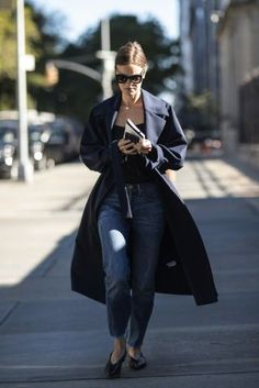 Navy colored coats are a timeless piece in any woman's wardrobe  |  For more style inspiration visit 40plusstyle.com