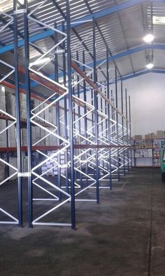 Estanterias paletizacion convencional en Tenerife Industrial, Tenerife, Divider, Stairs, Room, Furniture, Home Decor, Commercial Shelving, Bedroom