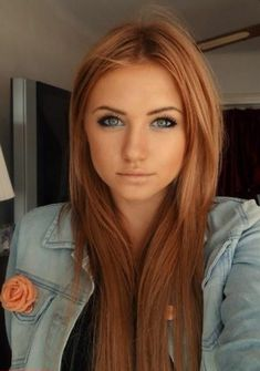 Trendy Strawberry Blonde Hair Colors For This Year . - Beliebt Frisuren - Trendy Strawberry Blonde Hair Colors For This Year . Hair Color Auburn, Brown Hair Colors, Red Hair For Blondes, Red Hair Blue Eyes Makeup, Light Red Hair Color, Red Makeup, Pretty Makeup, Dark Strawberry Blonde Hair, Strawberry Blonde Hairstyles