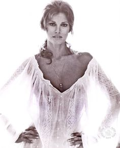 Raquel Welch (born September is an American actress, author and sex symbol . Early life Welch was born Jo Raq. Rachel Welch, Sophia Loren, Timeless Beauty, Classic Beauty, Timeless Fashion, Divas, Cinema Tv, Olivia De Havilland, Bridget Bardot