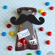 Easy Father's Day Gift In a Hurry - Top 10 Homemade Father's Day Gifts Your Dad Will Be Happy to Receive. These DIY gifts for dad are great as last minute DIY Father's Day gifts that are easy enough for anyone to make. Find out more NOW! Cheap Fathers Day Gifts, Easy Father's Day Gifts, Homemade Fathers Day Gifts, Diy Gifts For Dad, Fathers Day Crafts, Homemade Gifts, Diy Father's Day Gifts From Daughter, Gifts For Husband, Father's Day Diy