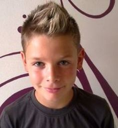 Big+boys+popular+hairstyles+with+short+hair+on+the+side+and+spiky+long+hair+top.JPG (275×300)