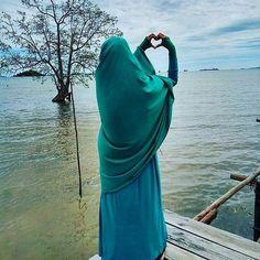 Cinta itu memuliakan  Bukan Menghinakan.. Cinta Itu Menikah  Bukan Pacaran .  Tag Sahabat-sahabat Tersayangmu  .  Follow @MuslimahIndonesiaID  Follow @MuslimahIndonesiaID  Follow @MuslimahIndonesiaID  . Untuk #MuslimahIndonesia by @Fatma_nurfath