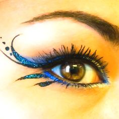 Curled angel wing eyeliner