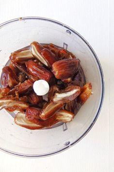 Pasta de dátiles o sirope de dátil para endulzar - Tasty details Sweet Recipes, Vegan Recipes, Dessert Recipes, Desserts, Sin Gluten, Meal Prep, Smoothies, Veggies, Snacks