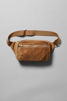 The Wood Cord Waist Bag is a functional minimalistic accessory, that makes your look complete. It has a single compartment, an additional zipped pocket at the front and an adjustable strap with a plastic buckle. Updated with a seasonal corduroy finish. Diy Purse, Purse Wallet, Dog Pouch, Creative Bag, Diy Backpack, Bag Making, Bag Accessories, Leather Bag, Tote Bag
