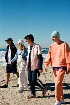 thisisneverthat Goes California Cool for Its 2017 Spring/Summer Collection: The Korean streetwear imprint puts color and pattern front and center. Prom Photography Poses, Portrait Photography Men, Children Photography, Cute Poses For Pictures, Family Pictures, Squad Photos, Love Handle Workout, Human Poses Reference, Group Poses