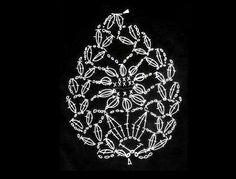 La segunda forma libre,una piña,tejida el 11-12-13 y luego transformada en un cuadrado blanco