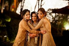 The Most Non-Clichéd Pics Every Bride Must Get Clicked! Bridal Poses, Bridal Photoshoot, Photoshoot Ideas, Indian Wedding Photography Poses, Girl Photography Poses, Friend Photography, Sister Wedding Pictures, Wedding Wows, Diy Wedding