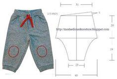 Corte dois retângulos de papel para fazer as frentes e costas do molde de calça criança, para assim poder corrigir algum erro que surja enquanto desenha