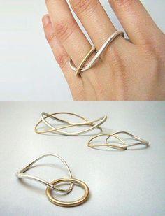 Yuki Kamiya (Japan) minimal jewelry, like these fluid double-finger rings. Minimal Jewelry, Modern Jewelry, Jewelry Art, Jewelry Rings, Silver Jewelry, Jewelry Accessories, Fine Jewelry, Jewelry Design, Fashion Jewelry