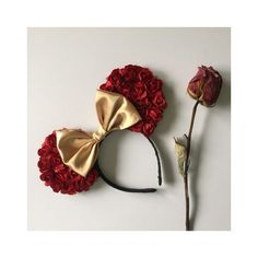These mouse ears are inspire from the movie beauty and the beast. belle floral mouse ears Red floral artificial flowers Gold satin bow All EARS Disney Diy, Diy Disney Ears, Disney Mickey Ears, Disney Crafts, Cute Disney, Disney Trips, Mickey Ears Diy, Mickey Craft, Micky Ears