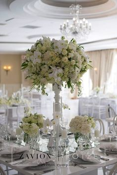 New Wedding Flowers Orchids And Roses Vase 19 Ideas Wedding Table, Wedding Day, Floral Arrangements, Flower Arrangement, Rose Vase, Clear Glass Vases, Event Company, White Vases, Luxury Wedding