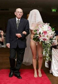 Put yer eye on more funny wedding photos. These wedding day disasters are some of the worst of the best wedding photography there is! Wedding Photo Fails, Worst Wedding Photos, Awkward Wedding Photos, Wedding Fail, Awkward Family Photos, Before Wedding, Wedding Humor, Wedding Pictures, Wedding Ideas