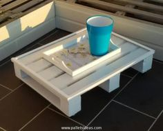 Before we get started specifically on the pallet wood couch, we would like to make a matching wooden coffee or side table, this small wooden pallet coffee table would best be used beside the pallet wood couch and daybed. Serve some beverages or a mere cup of coffee on this wooden table.