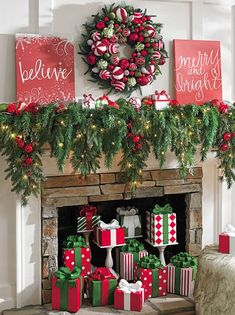 Merry Christmas, Christmas Events, Christmas Diy, Simple Christmas, Christmas Fireplace, Christmas Mantels, Fireplace Mantel, Diy Christmas Decorations Easy, Traditional Holiday Decorations