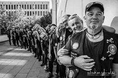 Es ist schwer, bei diesen unglaublich schönen Bildern nicht immer in Superlativen zu schreiben - aber... Sebastian Schieder, Deine Bilder sind unglaublich! DANKE!  Die wundervolle Stimmung bei unseren Einsätzen bringst Du perfekt rüber...! <3  Unter Leitung von Zenturio Uwe Pichl fand auf Einladung der Caritas Sozialstation Passau im Konradium in der Suppenküche ein sehr, sehr schöner Einsatz statt. Herzlichen Dank an all unsere Supporter: Che Guevara, Hair Care, Thanks, Passau, Mood, Writing, Pretty Pictures, Nice Asses, Hair Care Tips