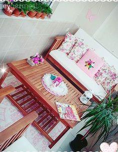 Nihal Dame in dem kleinen Raum des hellen und warmen Hauses gefangen . Garden Boxes, Decoration Table, Balcony Garden, Patio Design, Kitchen Organization, Small Spaces, Decorative Boxes, Sweet Home, Home Decor