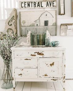 home decor shabby chic 20 Amazing Shabby Home Decor Ideas That You Could Make Itself Shabby Home, Shabby Chic Kitchen, Shabby Chic Homes, Kitchen Decor, Whimsical Painted Furniture, Shabby Chic Furniture, Furniture Vintage, Vintage Decor, White Painted Furniture