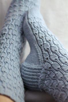 Ravelry: Ravenhill & # s Cashmere Socks - Tejido de Punto Crochet Socks, Knitting Socks, Hand Knitting, Knit Crochet, Knit Socks, Knitted Baby, Jean Délavé, Cashmere Socks, Bleu Pastel