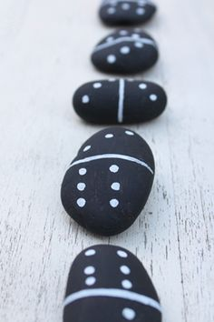 Diy Crafts To Do, Arts And Crafts, Story Stones, Stone Art, Rock Art, Doodle Art, Cool Kids, Doodles, Dots