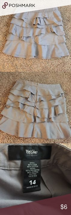 """Mossimo size 14 Gray Ruffle Skirt. Mossimo size 14 Gray Ruffle Skirt. Small tear in top hem at side, see pic. Not noticeable when on. Measures 18"""" across waist and 21"""" long. Mossimo Supply Co Skirts Midi"""