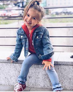 É muito estilosa essa princesa ❤️ . 👛 Quer aprender como se vestir bem gastando pouco? Sigam ➡️ @maisestilosa . #maisestilosa #estilosa… Little Girl Outfits, Kids Outfits Girls, Toddler Girl Outfits, Little Girl Fashion, Toddler Fashion, Kids Fashion, Cute Baby Girl, Cute Babies, Cute Kids Photography
