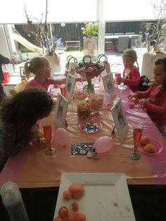 Kinderfeest meisjes glittertattoos thema roze