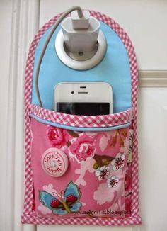 Guarda celular para carregador!! Veja tecidos de artesanato no link http://www.lojas104.com.br/tecidos-artesanato/