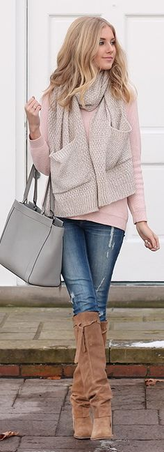 SWEATER – Forever 21 | SCARF – Forever 21 | DENIM c/o – Ditto | BOOTS c/o – Free People
