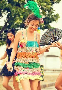 Carnaval: fantasia simples, confortável e colorida.