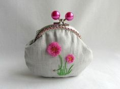 Hand embroidered linen coin purse pink flower coin by JRsbags Embroidery Bags, Embroidery Motifs, Quilt Patterns, Sewing Patterns, Frame Purse, Little Bag, Embroidered Flowers, Pink Flowers, Lana