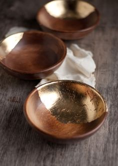Wooden bowls with Goldleaf trim. As I'm very much into wood & wooden things I just had to have a look at these. A very nice piece of work & really up styles the plain wooden bowls for something special. Sounds like its a bit on the fiddely side so patience will be needed &  a good coat of sealant right at the end would help to make them every day useable ;)