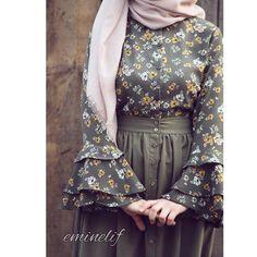 Wanna wear these types of dresses Abaya Fashion, Muslim Fashion, Modern Hijab Fashion, Skirt Fashion, Fashion Outfits, Fashion Muslimah, Hijab Outfit, Hijab Evening Dress, Abaya Mode