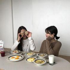 Y/n + y/n's bff Korean Couple, Korean Girl, Asian Girl, Ulzzang Couple, Ulzzang Girl, Kfashion Ulzzang, Best Friend Pictures, Friend Photos, Bff