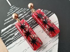 Confetti lucite earrings red gold glitter and by desperatebeatnik, €24.00