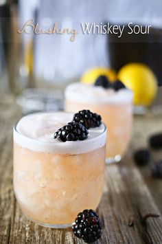 Time for new whiskey cocktail, so how about a Blushing Whiskey Sour - 3 blackberries, 1 shot whiskey, 2 shots lemon syrup. Whiskey Sour, Irish Whiskey, Bourbon, Whiskey Drinks, Good Whiskey Mixers, Party Drinks, Cocktail Drinks, Cocktail Recipes, Cocktail Ideas