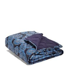 This is the perfect blanket for football games, but don't let that limit you! Colorful water-repellent polyester on one side is quilted to super soft cozy fleece for the ultimate in stadium blankets.