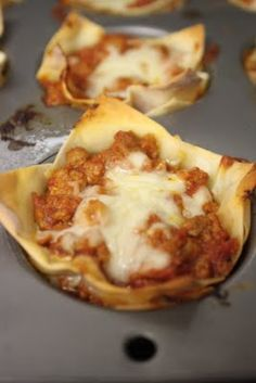 Mini Lasagna Cups  WW plus points: 4/cup  adapted from Petite Lasagnas at Can You Stay For Dinner?      12 oz ground turkey  salt and pepper (to taste)  1 jar store bought pasta sauce (I used Muir Glen Organic)  2 cloves garlic, minced  3 tsp dried oregano, divided  1 1/2 c part skim ricotta cheese  1 tsp dried basil  24 small square wonton wrappers  1 1/2 c part skim mozzarella cheese    Preheat oven to 375  Brown the turkey in a skillet with a pinch of salt and pepper (more or less to suit…
