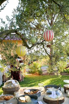 Un mariage au Domaine de la Pommé à Trets par Monsieur+Madame (M+M). Thème fête foraine rétro. ©Cédric Dendoune www.monsieurplusmadame.fr
