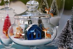Christmas 'snow globes' in apothecary jars. Christmas Jars, All Things Christmas, Vintage Christmas, Christmas Holidays, Merry Christmas, Christmas Scenes, Christmas Villages, Christmas Vignette, Christmas Globes