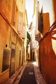 I cannot WAIT to explore this place - Aix-En-Provence, France